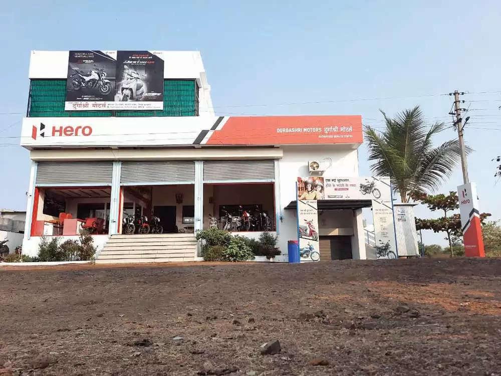 भाड्याची दोन दुकाने ते स्वमालकीचे सुसज्ज शोरूम! सुनील वानखडे ठरले व्यवसायातील 'हिरो'!